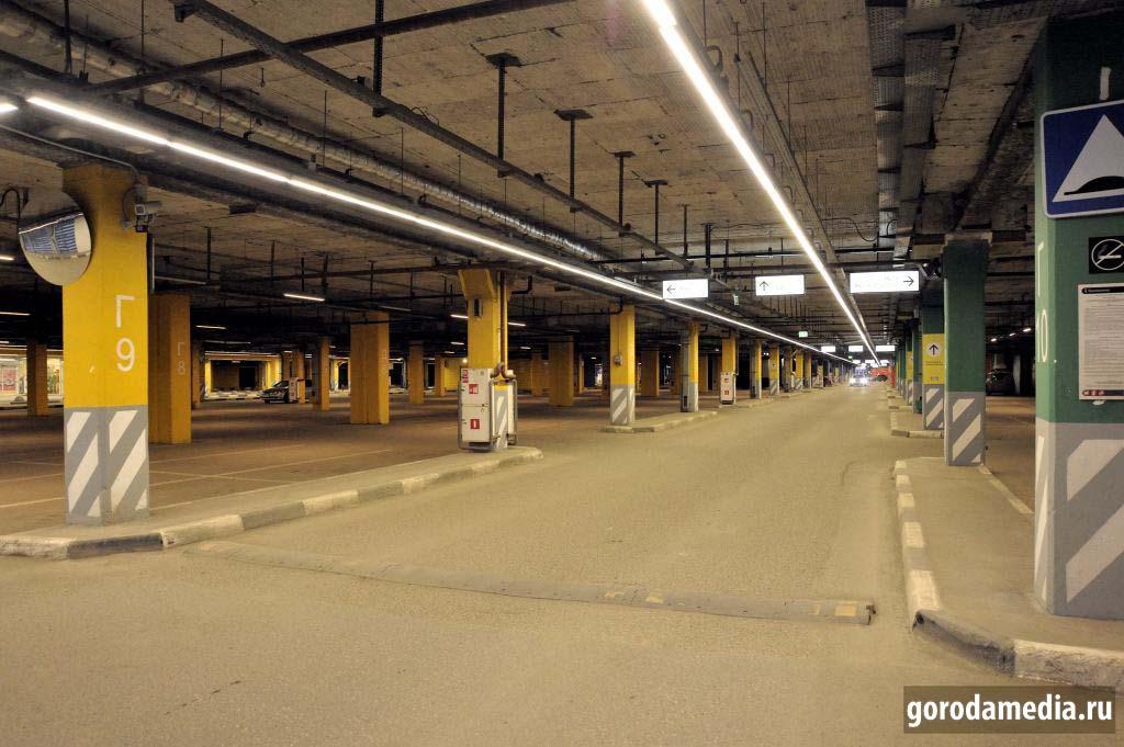 Ikea, Казань. В Меге все залы опустели до 6 апреля. Такой приостановки торговли не наблюдалось. Парковка почти пуста.