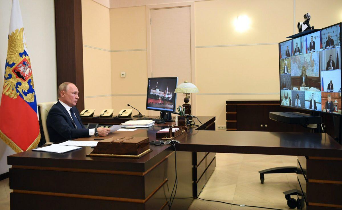 Завершение периода нерабочих дней: Владимир Путин в режиме видеоконференции провёл совещание о санитарно-эпидемиологической обстановке и новых мерах по поддержке граждан и экономики страны, 11 мая 2020 года. Фото: kremlin.ru