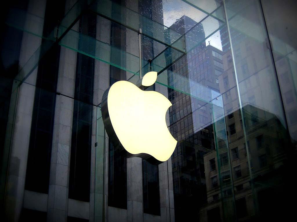 Apple ответила отказом на просьбу правительства США предоставить доступ к своим устройствам на постоянной основе. В компании отметили, что готовы к сотрудничеству, но только в рамках отдельных расследований. Фото: pixabay.com