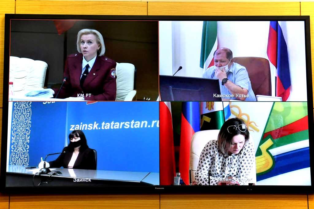 Брифинг в Кабинете Министров Республики Татарстан в режиме видеоконференции. Фото: prav.tatarstan.ru